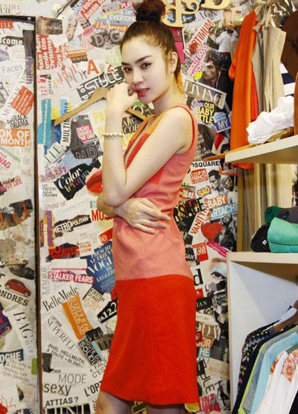 Năm 2011, Ngọc Oanh tham gia cuộc thi 'Siêu mẫu Việt Nam' và giành giải bạc.