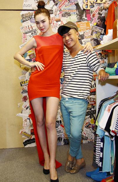 Trong một năm qua, Ngọc Oanh thường xuyên được mời tham dự những show thời trang lớn ở TP HCM và là người mẫu ảnh được nhiều tạp chí lựa chọn.