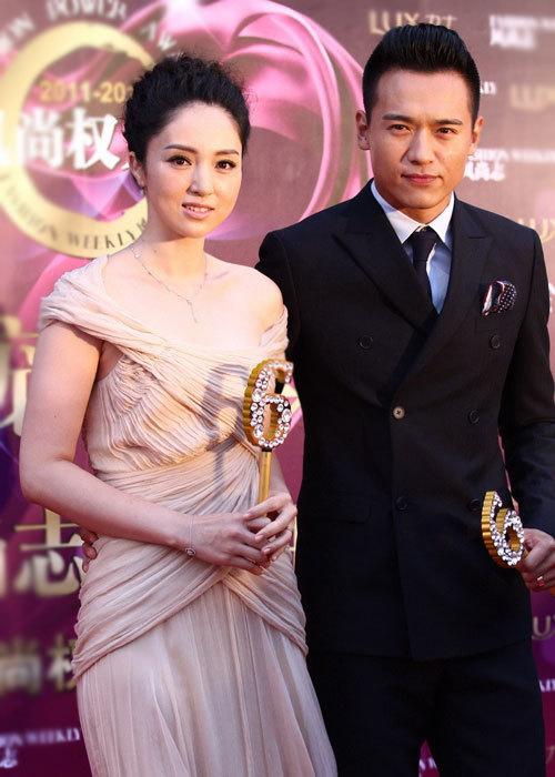 Cặp đôi Đổng Tuyền, Cao Vân Tường quấn quýt bên nhau.