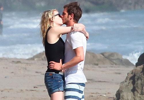 Đây là lần đầu tiên Emma và Andrew bị bắt gặp hôn nhau.
