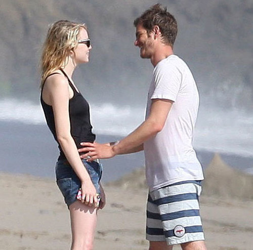 Emma Stone đã có một ngày lãng mạn cùng Andrew Garfield trên bãi biển Malibu, Mỹ hôm 21/8.