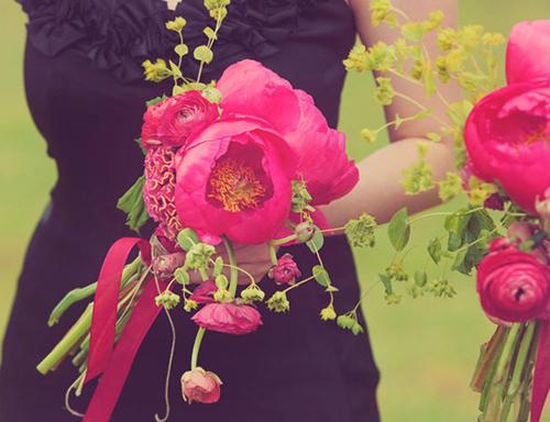 Hoa cưới mang sắc hồng rực rỡ.