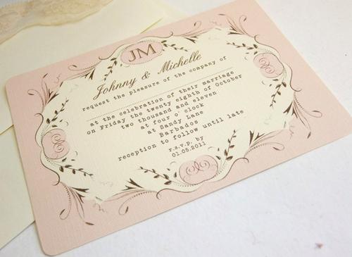 Thiệp cưới vintage chủ yếu được trang trí bằng những chi tiết thời trang, nghệ thuật mang âm hưởng từ thập niên 50 của thế kỷ trước với p