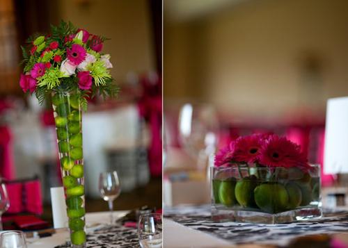 Trên mỗi bàn tiệc là một bình hoa hồng kết hợp cùng sắc xanh của những quả chanh.