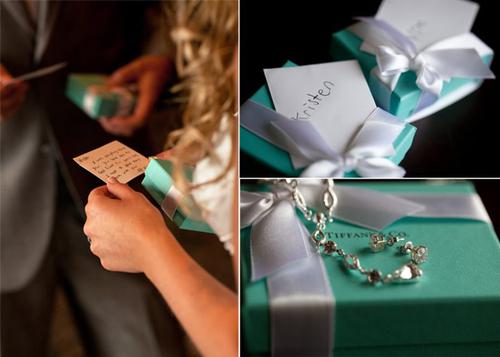 Những bộ trang sức xanh tiffany tạo điểm nhấn màu sắc cho đám cưới.