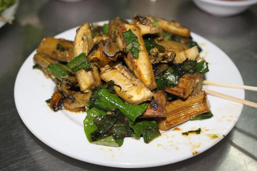 Ốc bươu xào chuối xanh là món ăn đặc trưng mang đậm hương vị đất Bắc.