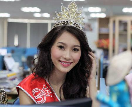 Hoa hậu Đặng Thu Thảo rạng ngời trong buổi phỏng vấn trực tuyến chiều nay. Ảnh: Quốc Huy