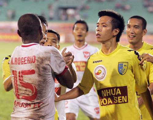 Xô xát xảy ra trong tình huống va chạm ở sát biên ngang trong những phút cuối khi Sài Gòn Xuân Thành đang dẫn 3-1.