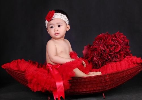Bộ ảnh nhí nhảnh của bé Đặng Hiền Nhung nhân dịp sinh nhật con gái 1 tuổi.