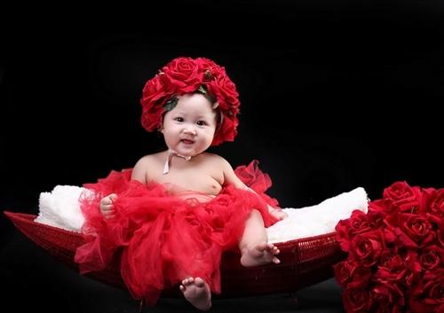Nhân dịp bé Suri tròn 3 tháng, mẹ đưa ba anh em đi chụp ảnh kỷ niệm.