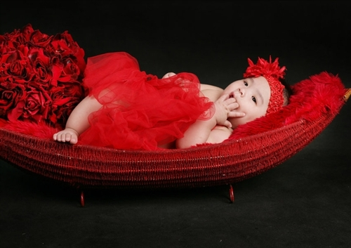 Bé Bông Ét Te tròn 6 tháng tuổi.