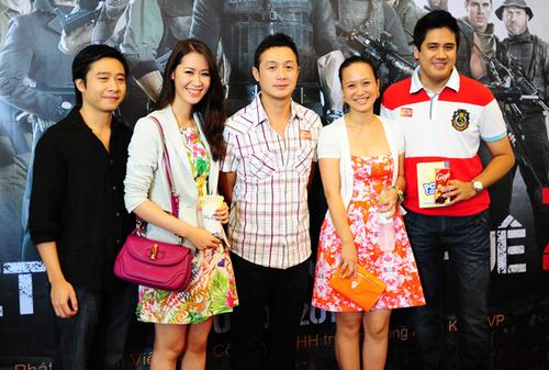 Từ trái sang: vợ chồng Hoa hậu Dương Thùy Linh, MC Anh Tuấn và vợ chồng nghệ sĩ Bùi Công Duy - Trinh Hương.