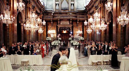 Hôm 4/7, đám cưới ấm cúng của Aquilani và nữ diễn viên Michela Quattrociocche diễn ra tại một nhà thờ nhỏ tại Rome.