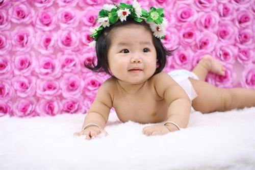 Bé Trâm Anh sinh ngày 22/12/2011, hình chụp lúc bé được gần 8 tháng. Bé rất năng động, lúc nào cũng cười vui vẻ. Bé đã mọc 5 cây răng và hay làm trò. Bé hay cười rất đáng yêu.