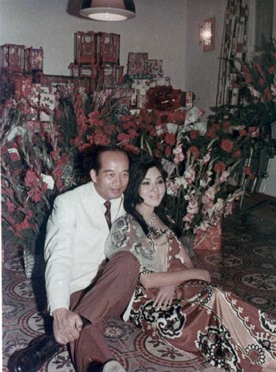 Thẩm Thúy Hằng và chồng GS TS Nguyễn Xuân Oánh.