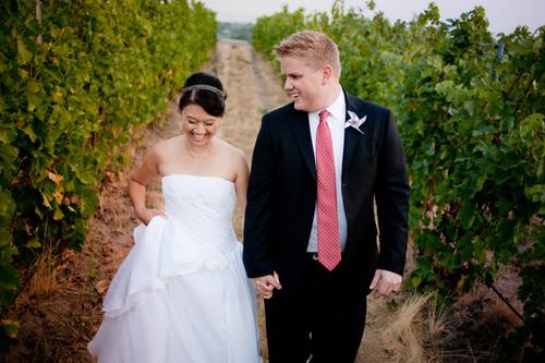 Cô dâu và chú rể rạng ngời hạnh phúc trong ngày cưới.