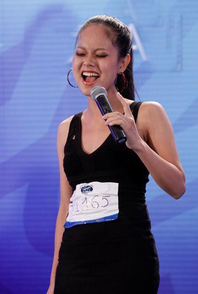 Đến từ trường Đại học văn hoá nghệ thuật quân đội Hà Nội, Hoàng Lệ Quyên sở hữu chất giọng nữ alto khá đặc biệt cùng cách xử lý đầy cảm xúc, cô cũng là một trong số thí sinh nữ gây ấn tượng tại vòng nhà hát năm nay.