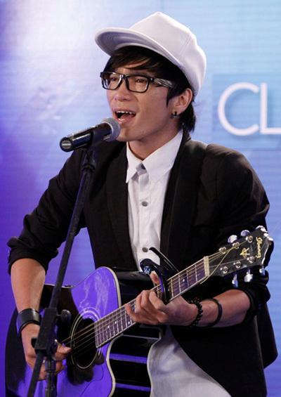 Thành viên nhóm Its Time tiếp tục khai thác giọng hát truyền cảm và khả năng chơi guitar của mình với ca khúc Gánh hàng rau của nhạc sỹ Hồ Hoài Anh.