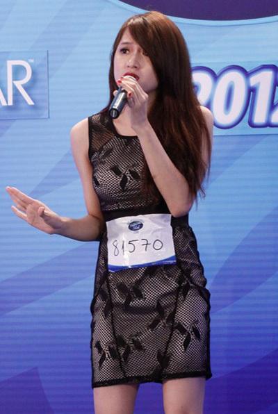Sở hữu một thân hình gợi cảm, cô gái đến từ Hà Nội tiếp tục thể hiện sự quyến rũ của mình tại vòng nhà hát với ca khúc Xích lô của Võ Thiện Thanh