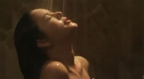 """Cảnh tắm trần của Lý Nhã Kỳ trong đoạn teaser """"Mùa hè lạnh""""."""