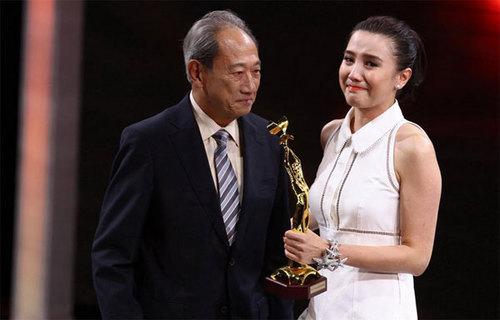 Được xướng tên ở hai giải thưởng Nữ diễn viên truyền hình xuất sắc và Nữ diễn viên được yêu thích, Tiểu Tống Giai lên