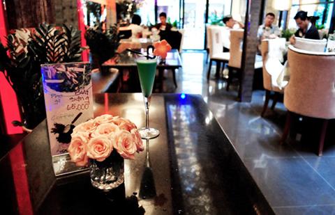Thế giới Cool bar Arab quyến rũ, tạo cảm xúc cho những cặp đôi hay những nhóm bạn trẻ ngồi buôn chuyện cả ngày không biết chán.