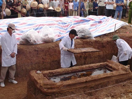 Khai quật mộ xác ướp.