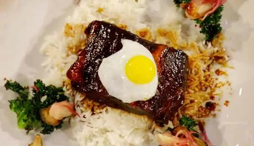 Món cơm sườn tấm ốp la của Việt Nam là một trong ba món ăn được Hà chọn để tham gia chung kết.