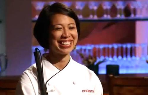 Nụ cười tươi rói của Christine Hà khi nhận được lời khen ngợi từ các vị Ban giám khảo khó tính.