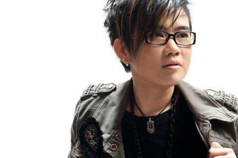 Nhạc sĩ Phương Uyên, giám đốc âm nhạc của The Voice bị dư luận chỉ trích khi