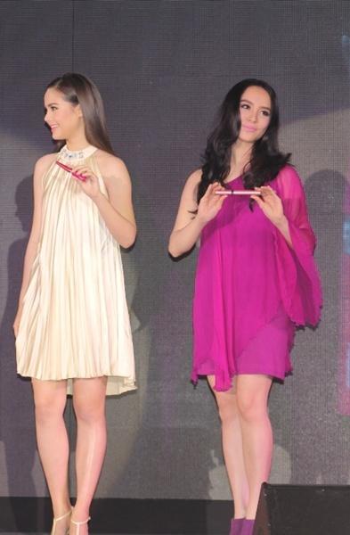 Đã lâu không xuất hiện trước công chúng nhưng Thiên Lý vẫn tỏ ra rất tự tin khi sải bước trên sàn catwalk trong vai trò người mẫu giới thiệu sản phẩm mới.