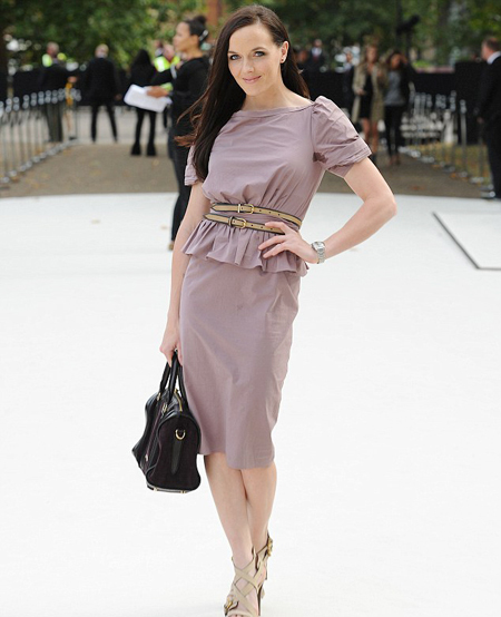 Victoria Pendleton, 'Nữ hoàng đua xe đạp lòng chảo' của Anh cũng xúng xính váy áo đi dự Tuần lễ thời trang London.