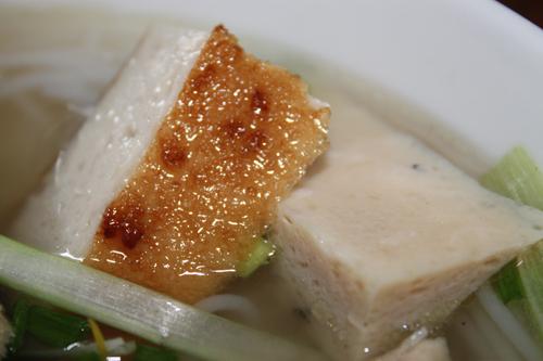 Được làm từ các loại cá thu, cá cờ, cá mối... Chả cá Nha Trang rất được ưa thích ở Sài Gòn.