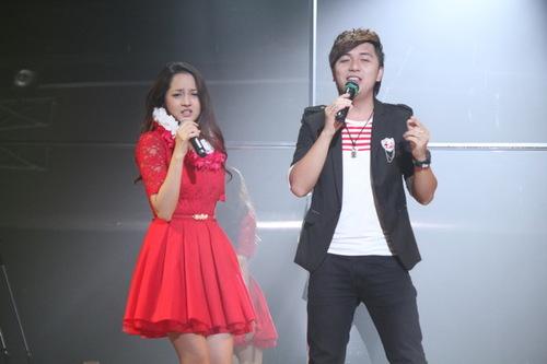 Bảo Anh cho biết, cô không xa lạ gì với những bài hit của Minh Vương trên mạng. Còn thành viên M4U thì rất 'ga lăng', dành tặng 'hoa khôi' The Voice nhiều lời khen ngợi về nhan sắc và giọng hát ngọt ngào.