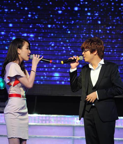 Anh và Hương Giang song ca 'Nơi tình yêu bắt đầu', ca khúc giúp Bùi Anh Tuấn 'ghi điểm' với khán giả cả nước.