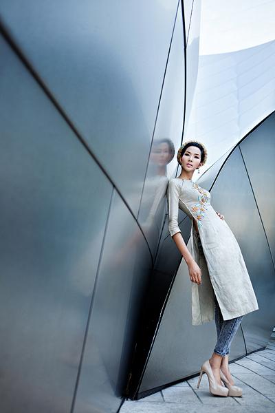 Mix áo dài cách điệu của nhà thiết kế Việt Hùng