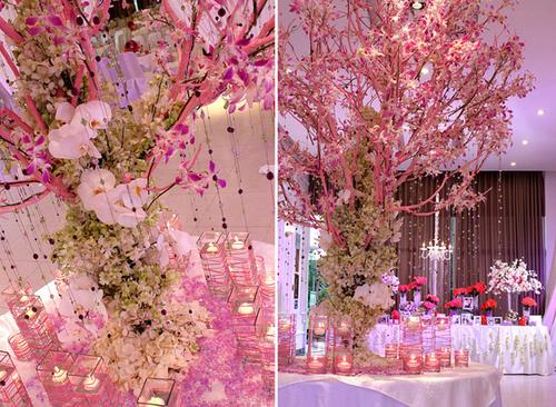 Tiếp đó, cây nguyện ước và bàn lưu niệm được đặt ở vị trí thoáng rộng để khách mời có thể chiêm ngưỡng kỹ càng.