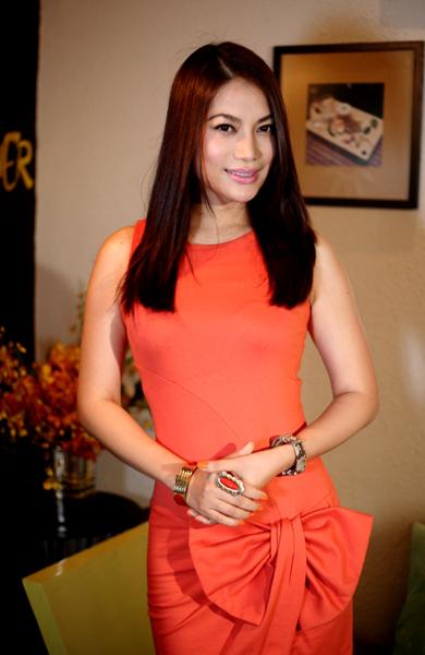 Diễn viên Trương Ngọc Ánh cũng tới chúc mừng cô bạn thân Minh Anh.