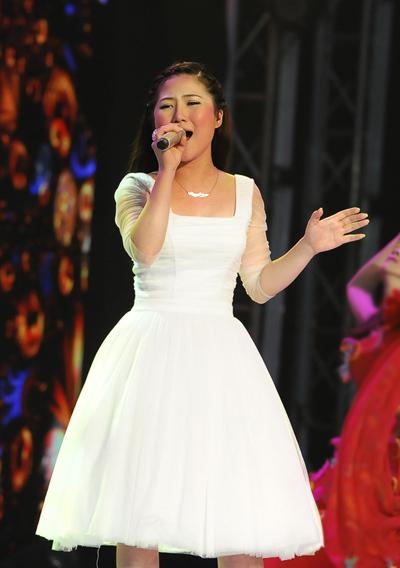 Hương Tràm tiếp tục là gương mặt ấn tượng nhất trong liveshow đầu tiên của vòng chung kết. Ảnh: Lý Võ Phú Hưng