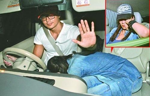 Hình ảnh Dương Di ngủ trên đùi La Trọng Khiêm khiến báo chí hiểu nhầm.
