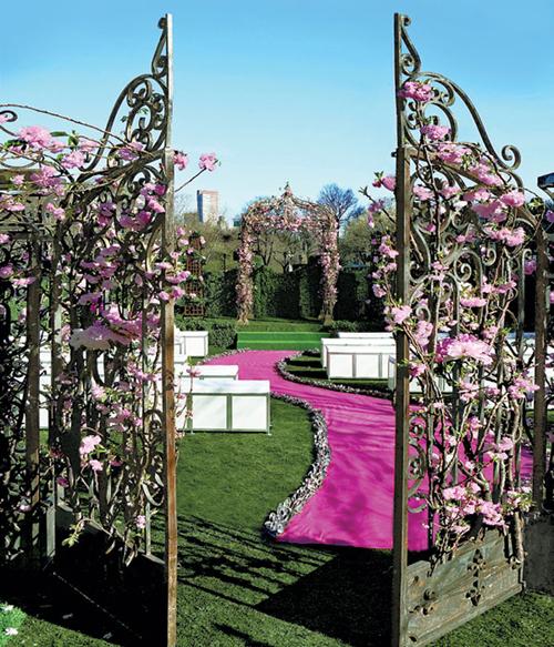 Sảnh tiệc cưới lộng lẫy với cổng hoa đẹp