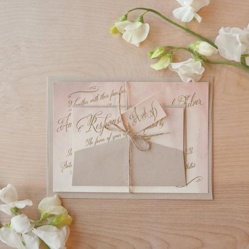 Thiệp cưới dịu dàng với gam màu nước pastel.