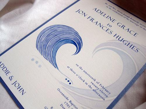 Thiệp mang sắc xanh biển nhẹ nhàng.