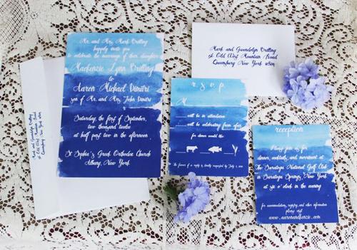 Tấm thiệp như một bức tranh của trời và biển, là lựa chọn hoàn toàn phù hợp với đám cưới ngoài trời.