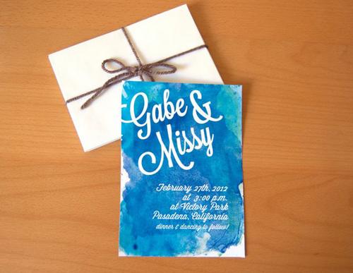 Thiệp cưới mang sắc màu xanh được nhiều cô dâu chú rể ưa chuộng bởi sắc màu này mang đến cảm giác phóng khoáng, gần gũi tự nhiên.