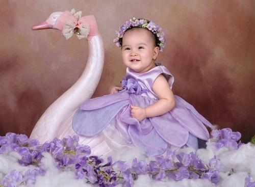 Bé Cung Mỹ Vân Khánh sinh ra mang lại niềm vui và tiếng cười cho cả gia đình.