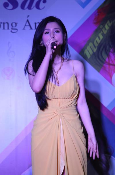Đinh Phương Ánh có giọng hát không quá đặc biệt, nhưng khá dễ nghe. Cô cho biết, suốt 3 năm qua cô đã nỗ lực không ngừng để luyện thanh, tập vũ đạo.