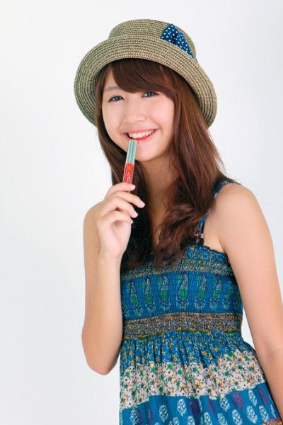 Quỳnh Anh Shyn thích Miracle Apo Lip & Cheek Tint màu cam.