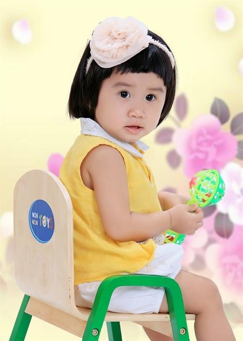 Con tên là Nguyễn Lê Trâm Anh, tên thân mật mà cả nhà thường gọi con là Suka. Hiện tại con được 16 tháng tuổi.
