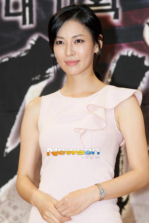 Kim So Yeon cũng góp mặt trong buổi họp báo.